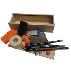 Alle Encaustic Strukturwerkzeuge und Schwämme im Set - Hol Dir die gratis Holzschatulle