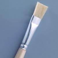 Flacher Pinsel aus Naturborsten für alle Bastelarbeiten.