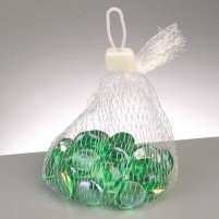 Unsere günstigen grün schimmernden irisierenden Glasnuggets werten jede weihnachtliche Tischdeko auf. Basteln Sie mit Mosaik Teelichter in rot und grün und schon haben Sie einen leuchtenden Esstisch.