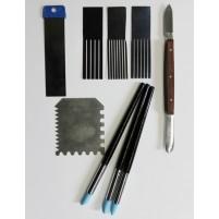9 Stück verschiedene Strukturwerkzeuge für Encaustic Malerei im Set mit Preisvorteil. Encaustic Scrapy, Wellenkämme, Effektspachtel und Encaustic Schabewerkzeug.